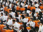 peserta-mengikuti-ujian-calon-pegawai-negeri-sipil-cpns-pemkot-surabaya
